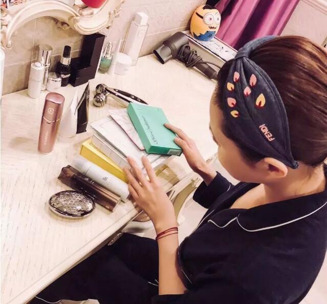 刘嘉玲曝光自己的化妆台,看看不老女神用的都是那些护肤品!
