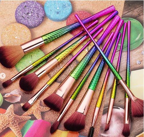 彩妆刷种类繁多 但有6把刷子是必需的基础配置